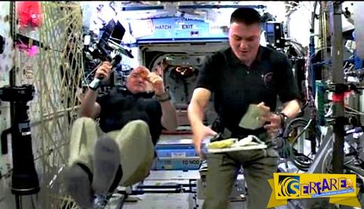 Οι αστροναύτες της NASA προετοιμάζουν το δείπνο των Ευχαριστιών στο... Διάστημα!