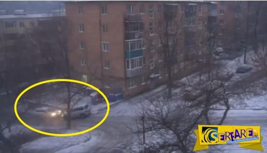 Όταν τα αυτοκίνητα κάνουν... πατινάζ στο δρόμο λόγω πάγου!
