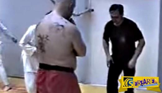 ΑΠΙΣΤΕΥΤΟΣ: Δάσκαλος ταπεινώνει ένα τύπο που έχει μαύρη ζώνη επειδή πούλησε μαγκιές σε αρχάριο αθλητή