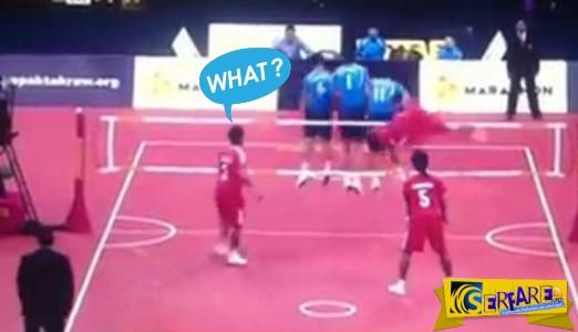 Τι έκανε το παληκάρι; Τρομερό ανάποδο (!) ψαλιδάκι σε αγώνα ποδοβόλεϊ!