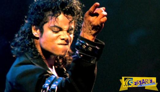 Αν δεν το δείτε, εσείς θα χάσετε - O καλλιτέχνης που παίζει το «Smooth Criminal» του Μάικλ Τζάκσον με λατέρνα