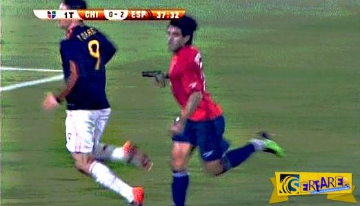 Ποδοσφαιριστής πυροβολεί εν ψυχρώ τον αντίπαλο του κατά την διάρκεια του αγώνα!