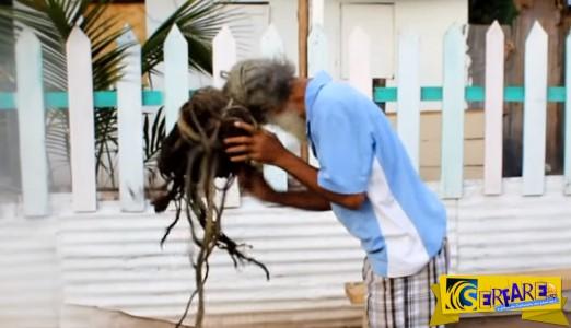 Μετά από 40 χρόνια αποφάσισε να λύση τα Ράστα μαλλιά του! Μοναδικό θέαμα ...
