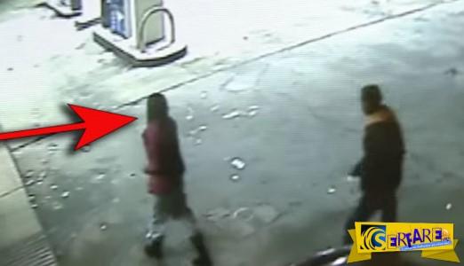 Υπάλληλος βενζινάδικου παρατηρεί αυτήν την κοπέλα να ακολουθείται από έναν ύποπτο άντρα. Δείτε πως αντέδρασε!