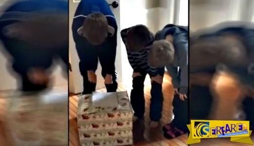 O Άγιος Βασίλης άφησε ένα δώρο για αυτά τα 3 αδέλφια - Όταν το άνοιξαν δεν μπορούσαν να συγκρατήσουν τα δάκρυα τους!