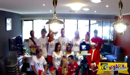 Υπάρχει ένα κρυφό μήνυμα σε αυτή την χριστουγεννιάτικη φωτογραφία - Δείτε το κορίτσι με το γράμμα «Α» στο μπλουζάκι!