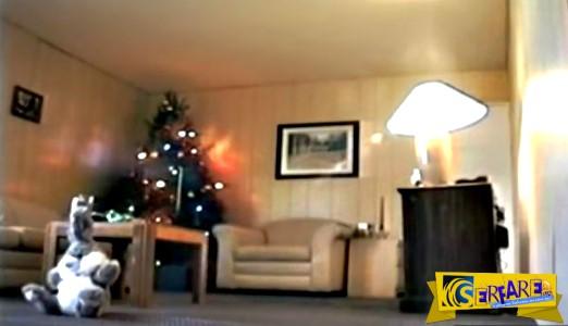 Το χριστουγεννιάτικο δέντρο έπιασε φωτιά και κάηκε όλο το δωμάτιο μέσα σε 47 δευτερόλεπτα!