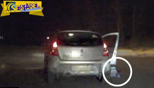 Βίντεο-σοκ: Μωρό πέφτει στο δρόμο από αυτοκίνητο εν κινήσει!