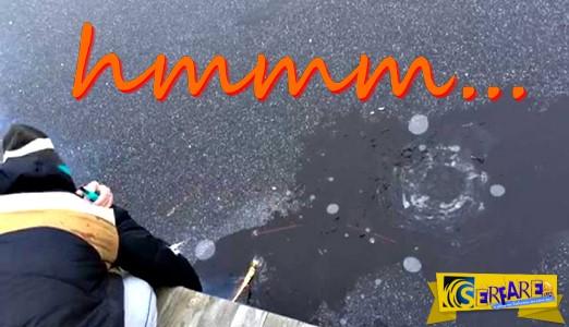 Τι θα συμβεί αν ρίξεις ένα πυροτέχνημα σε μια παγωμένη λίμνη ...