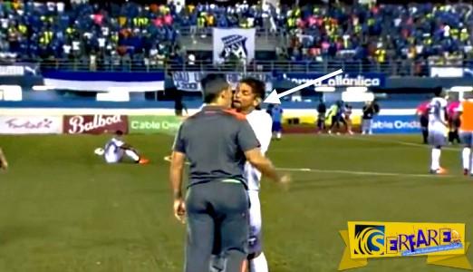 """Ποδοσφαιριστής έκανε """"ντου"""" στον προπονητή του! - Δείτε το βίντεο"""