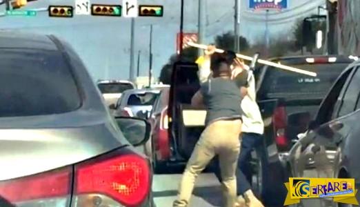 Άγριο ξύλο οδηγών στη μέση του δρόμου - Έβγαλαν ρόπαλα!