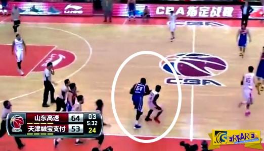 Πασιγνωστός μπασκετμπολίστας κυνηγά να δείρει αντίπαλό του!