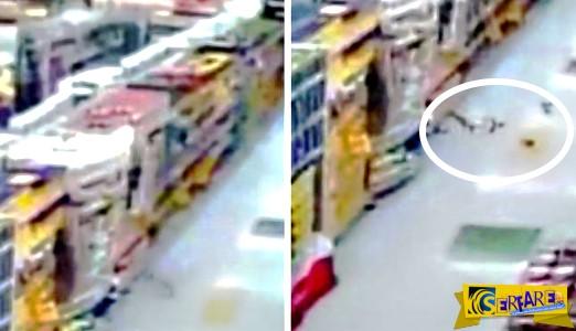 Εξοργισμένο φάντασμα πετά τρόφιμα σε πελάτες σούπερ μάρκετ!