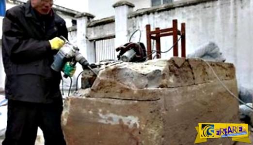 Εργάτες στην Κίνα βρήκαν περίεργη μαρμάρινη κατασκευή! Προσπάθησαν να την ανοίξουν και …