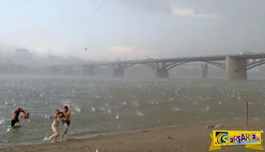 Ήταν μία ήσυχη ηλιόλουστη μέρα στην παραλία μέχρι που έγινε αυτό!