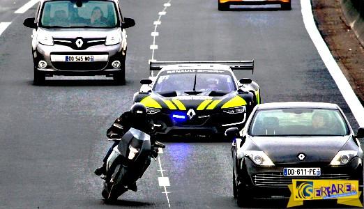 Το πιο γρήγορο περιπολικό καταδιώκει μοτοσικλέτα!