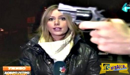 Πολίτης έβγαλε όπλο σε ζωντανή σύνδεση!