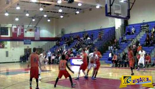 Προπονητής ρίχνει κουτουλιά σε διαιτητή! - Σε σχολικό αγώνα μπάσκετ!