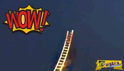 Σκάλα για τον παράδεισο ... φτιαγμένη από πυροτεχνήματα!