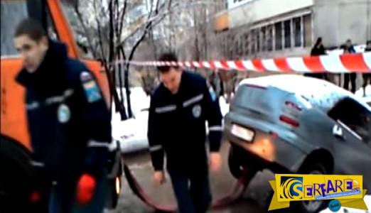 Τους φώναξε για να απεγκλωβίσουν το αυτοκίνητο... και το κατέστρεψαν!