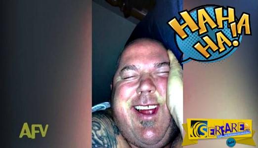 Αστείο βίντεο! Γυναίκα κατέγραψε τον άντρα της να ξεκαρδίζεται στον ύπνο του