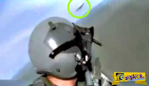ΑΤΙΑ περνάει ξυστά από μαχητικό αεροσκάφος με ιλιγγιώδη ταχύτητα – Άναυδος ο πιλότος!
