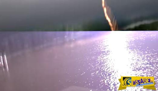 Τρομακτικό: Τους χτύπησε κεραυνός καθώς βιντεοσκοπούσαν καταιγίδα!