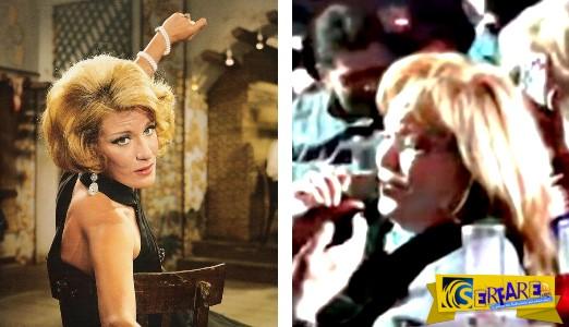 Συγκινητική στιγμή: Δείτε τη Μαίρη Χρονοπούλου να τραγουδά στα 83 της «του αγοριού απέναντι»!