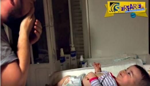 O μπαμπάς προσπαθεί να αλλάξει πάνα στο μωρό και εκείνο γελάει ασταμάτητα!