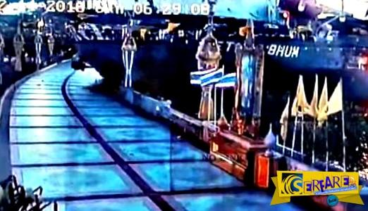 Πλοίο βγαίνει στη στεριά και ξηλώνει πεζοδρόμιο στην Μπανγκόκ!