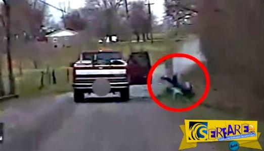 Κάμερα της αστυνομίας συνέλαβε μεθυσμένο να πέφτει μέσα στο ποτάμι με το κεφάλι!