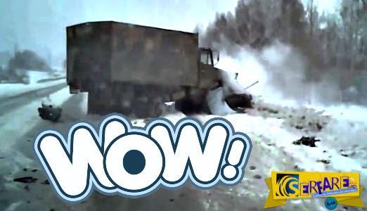 Aυτός είναι ο λόγος που πρέπει να προσέχεις όταν οδηγείς σε χιονισμένο δρόμο!