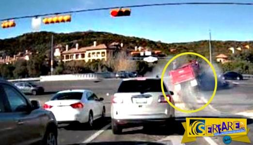 Το απίστευτο τροχαίο με φορτηγό! Του χάλασαν τα φρένα και...