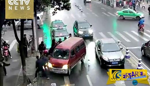 Συγκλονιστικό βίντεο: Γυναίκα βρέθηκε κάτω από τις ρόδες φορτηγού!