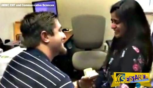 Κoυφή ακούει για πρώτη φορά τη φωνή του φίλου της και εκείνος της κάνει πρόταση γάμου!