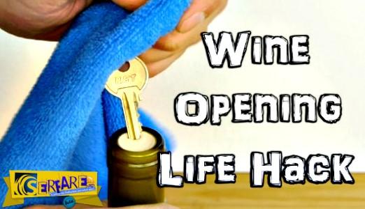 Πως να ανοίξετε ένα μπουκάλι κρασί σε περίπτωση που δεν έχετε ανοιχτήρι!