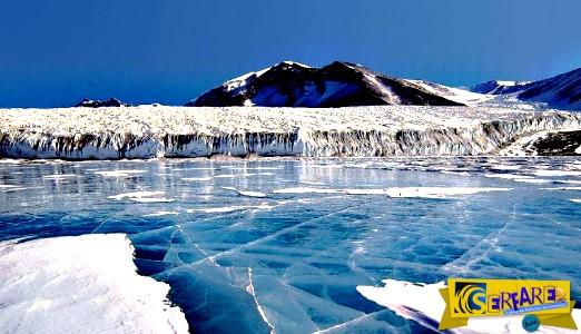 Ρωσία: Η στιγμή που ο πάγος σπάει και οι ψαράδες τρέχουν πανικόβλητοι!