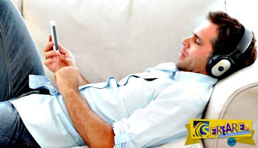 """Τι είναι """"το σύνδρομο του καναπέ"""" - Πώς απειλεί την υγεία μας;"""