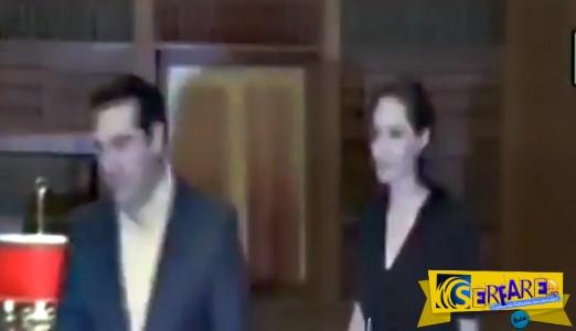 Ράδιο Αρβύλα: Ο διάλογος μεταξύ Αλέξη Τσίπρα και Angelina Jolie που τα… σπάει!