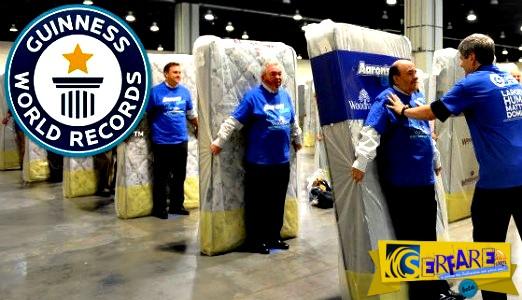 Απίστευτο βίντεο: Ντόμινο με στρώματα από 1.200 ανθρώπους!