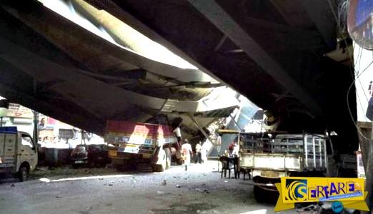 Η σοκαριστική στιγμή της κατάρρευσης της γέφυρας στην Καλκούτα!