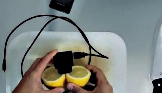 Φορτίστε το κινητό σας με ένα ...λεμόνι!