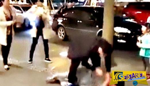 ΣΑΚΑΤΕΨΕ στο ξύλο τη γυναίκα του μες τη μέση του δρόμου- Η κόρη τους είχε πλαντάξει στο κλάμα!