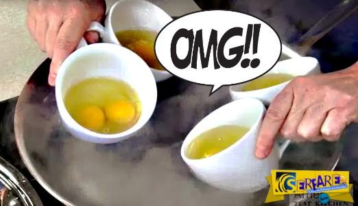 Βάζει 8 αυγά σε 4 κούπες καφέ και τα βουτάει σε καuτό νερό. Το αποτέλεσμα; Θα σας ξετρελάνει!
