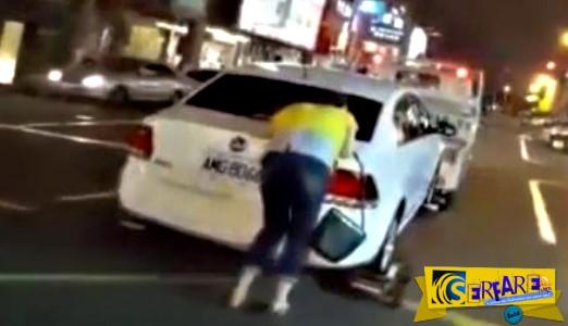 Δεν σταματάς έτσι το αυτοκίνητό σου από τον γερανό της τροχαίας!