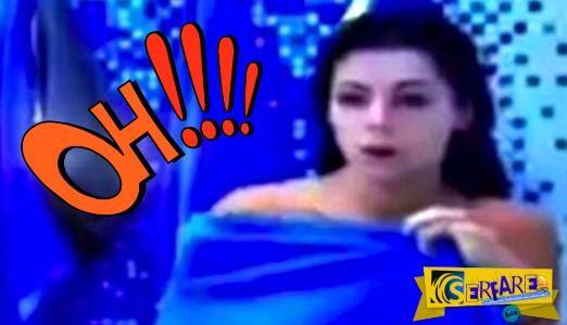 Έβγαλε την πετσέτα κι έδειξε το στήθος της ζωντανά στο δελτίο ειδήσεων!