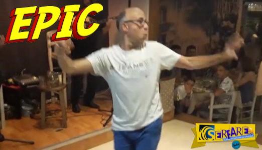 O χορευταράς Έλληνας ξαναγίνεται viral με νέα χορογραφία! Ώπα!