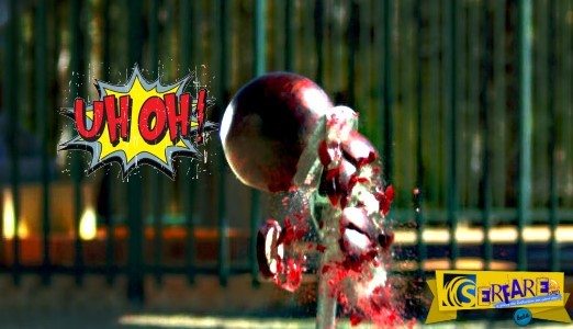 Αυτό θα συμβεί αν αφήσεις μια μπάλα μπόουλινγκ από 45 μέτρα ύψος πάνω σε μια κοφτερή λεπίδα!