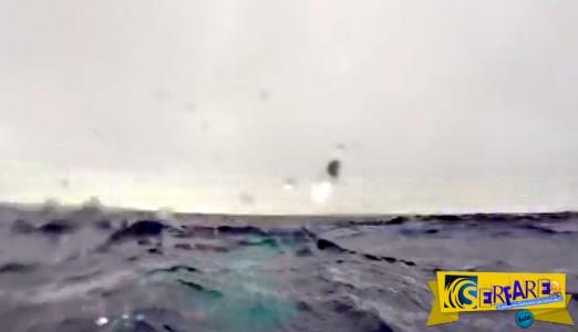 Βρισκόταν κάτω από το βυθό της θάλασσας - Παραλίγο να χάσει τη ζωή του, αλλά στο τέλος τρελάθηκε από τη χαρά του!