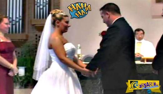 Ο γάμος τους θα μείνει αξέχαστος - Δείτε γιατί έπιασε νευρικό γέλιο τον γαμπρό και τη νύφη!